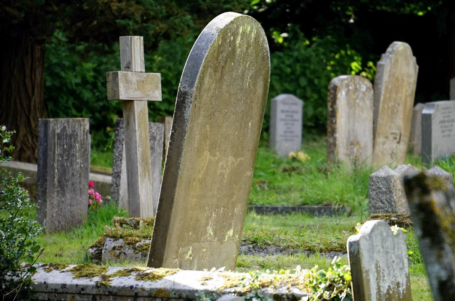 Restaurere eldre gravstein