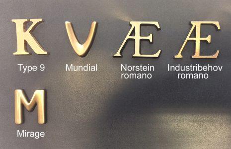gravstein gravminne skrift gull steinskrift bokstaver